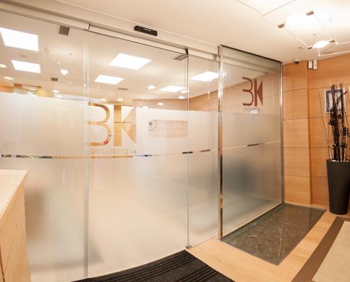 Oficinas BK Consulting por Construcciones Conba
